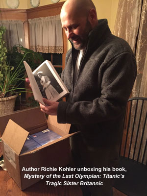 Richie Kohler unboxing Mystery of the Last Olympian 4w